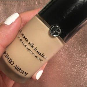 Armani luminous silk foundation - 02